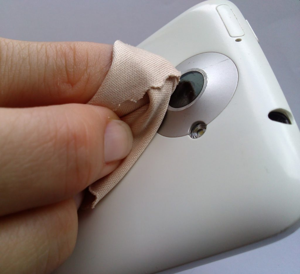 cleaning phone camera lens